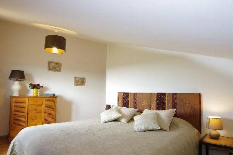 Location de vacances - Villa à Maubec - Grand lit très confortable au 2ème étage, lit 90 supplémentaire
