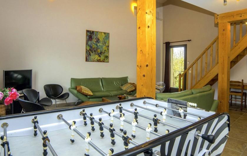 Location de vacances - Villa à Maubec - Baby-foot Bonzini B90 dans le salon du 1er étage, près d'un coin cuisine