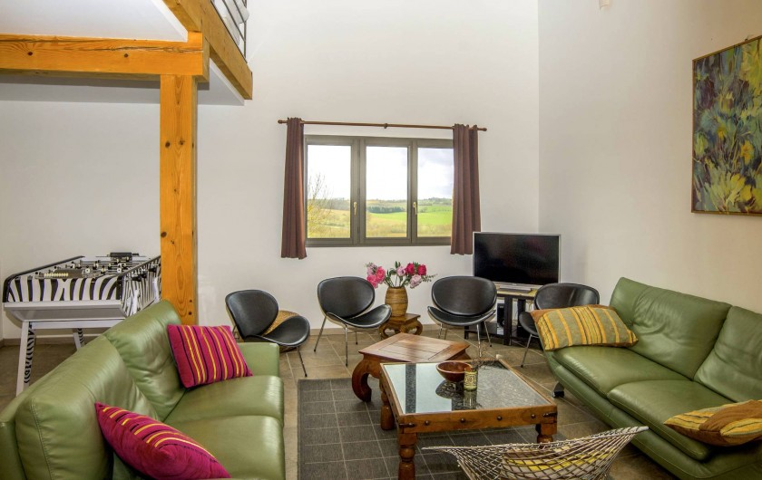 Location de vacances - Villa à Maubec - Salon idéal pour les apéritifs et petits déjeuners et parties de Baby-foot!