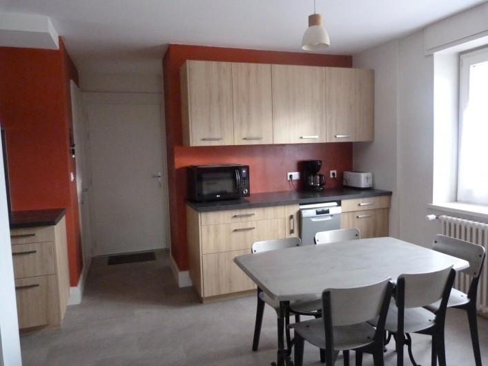 Location de vacances - Appartement à Granges-sur-Vologne - table et chaises relookées