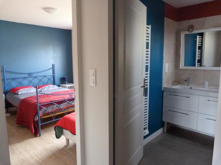 Location de vacances - Appartement à Granges-sur-Vologne - Près de la cuisine, chambre avec 1 lit de 140  et 90, un dressing et la SdB