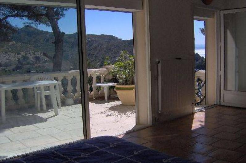 Location de vacances - Villa à Ensuès-la-Redonne - Terrasse du bas devant chambre du bas