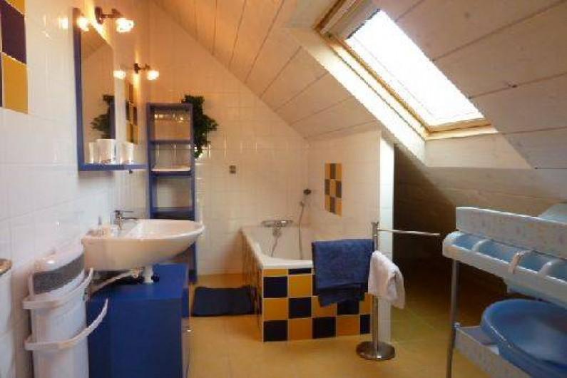 Location de vacances - Gîte à Hauteville-sur-Mer - Salle de bains avec baignoire