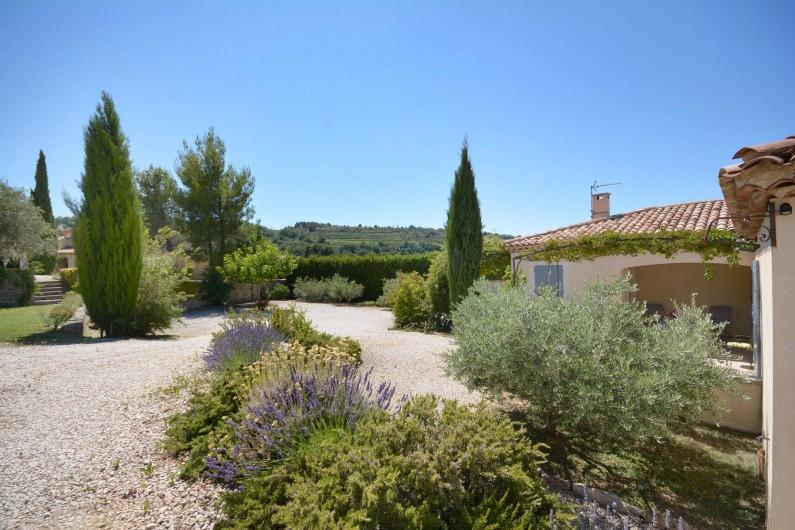 Location de vacances - Villa à Venasque - Vue jardin