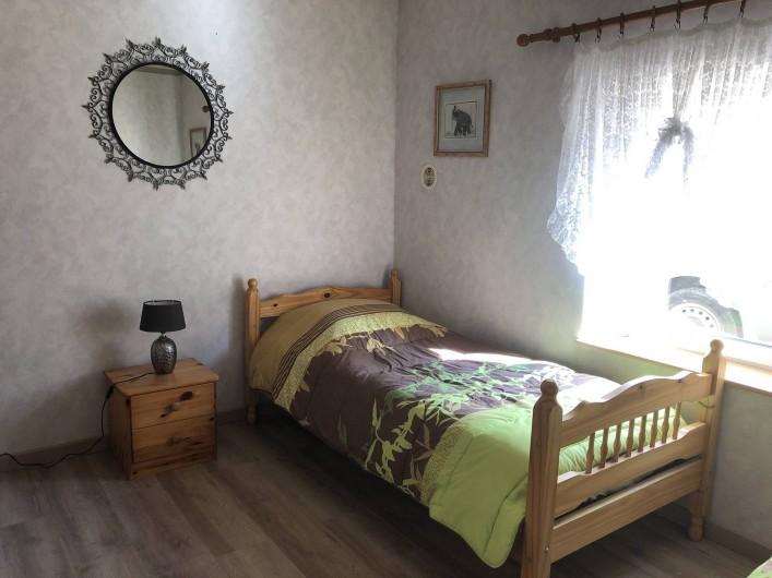 Location de vacances - Gîte à Cornimont - dans cette chambre  2 lits simple