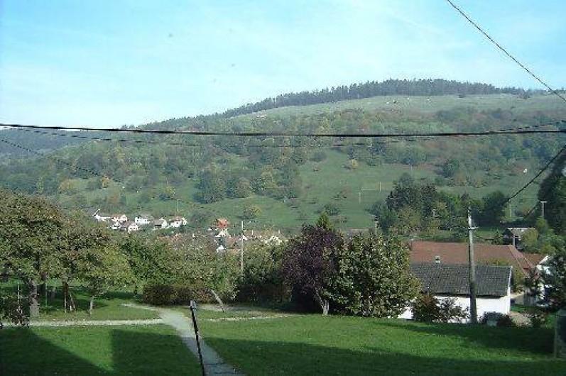 Location de vacances - Appartement à Sondernach - Vue par par la fenêtre