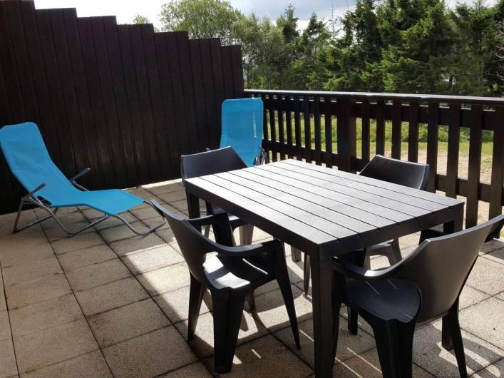 Location de vacances - Appartement à Orbey - salon de jardin sur la terrasse