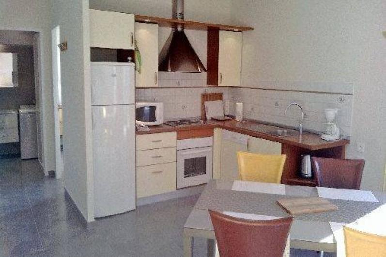 Location de vacances - Appartement à Nice - cuisine américaine avec lave vaisselle, four, four micro ondes, plaques electriq