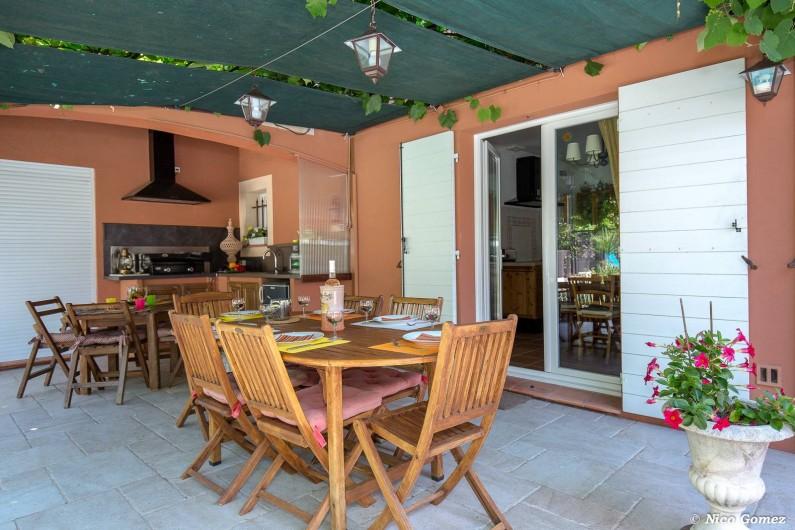 Location de vacances - Villa à Fayence - cuisine et repas sur la terrasse