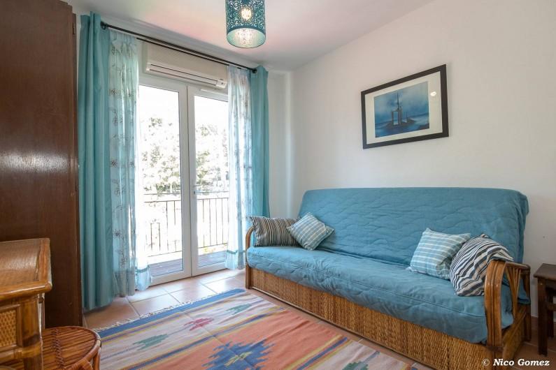 Location de vacances - Villa à Fayence - chambre salon avec balcon