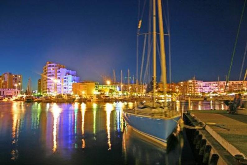 Location de vacances - Appartement à Palavas-les-Flots - Carnon la nuit