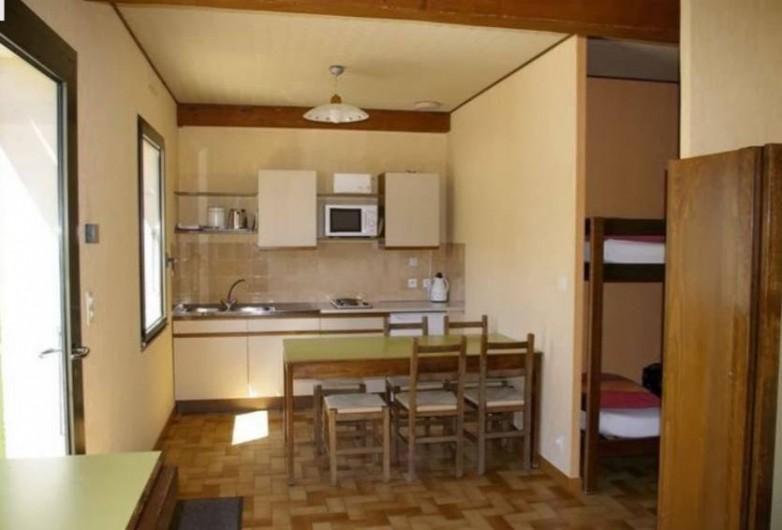Location de vacances - Gîte à Saint-Nazaire-le-Désert - Coin cuisine et salle à manger