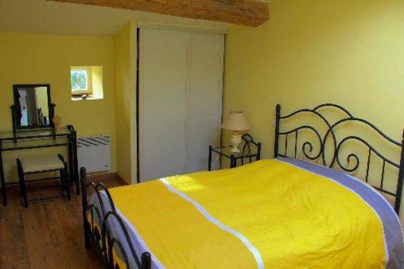 Location de vacances - Gîte à Montfaucon-Montigné - chambre double étage