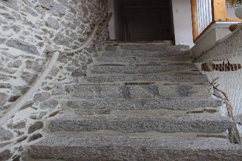 Location de vacances - Gîte à Montfaucon-Montigné - escalier pierre