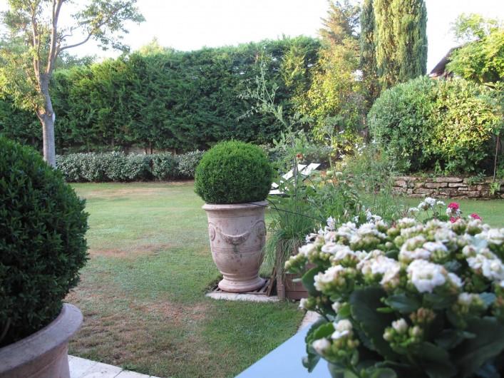 Location de vacances - Chambre d'hôtes à Loriol-du-Comtat - Le jardin paysagé