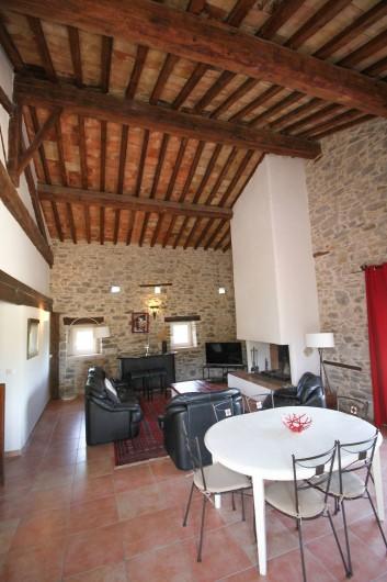 Location de vacances - Appartement à Saint-Hippolyte-du-Fort - Le coin cheminée