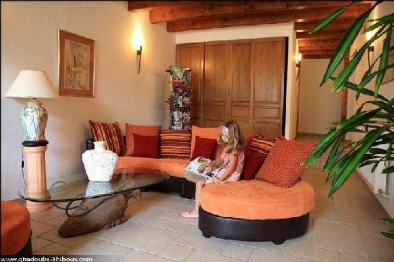 Location de vacances - Gîte à Mondon - Salon avec espace couchage