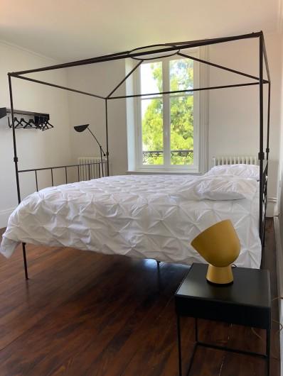 Location de vacances - Gîte à Tonnoy - la chambre 3 et son Baldaquin en 160