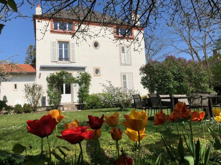 Location de vacances - Gîte à Tonnoy - Le jardin derrière la maison plein Sud