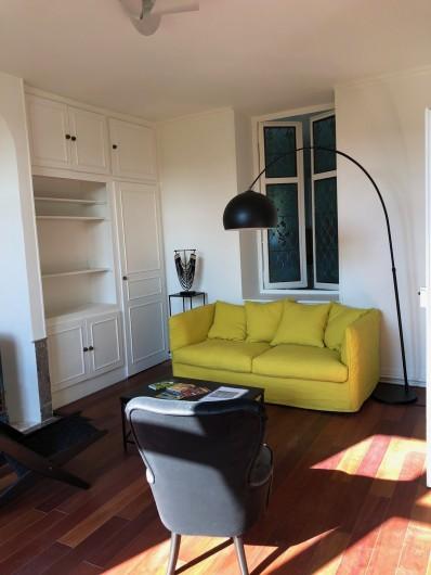 Location de vacances - Gîte à Tonnoy - le salon jaune au RDC