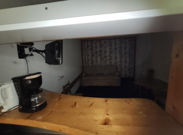 Location de vacances - Appartement à Arc 1800 - vue séjour depuis bar cuisine