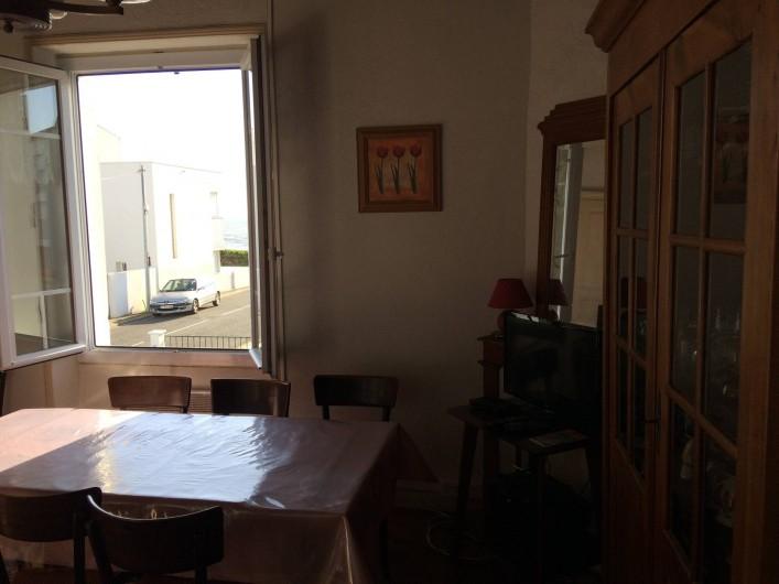 Location de vacances - Villa à Saint-Hilaire-de-Riez - Salle à manger salon vue mer