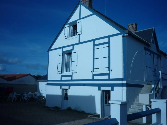 Location de vacances - Villa à Saint-Hilaire-de-Riez - Maison et salon de jardin