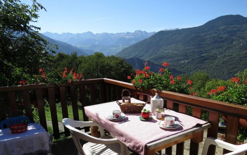 Location de vacances - Gîte à Saint-Marcel - Terrasse côté cuisine