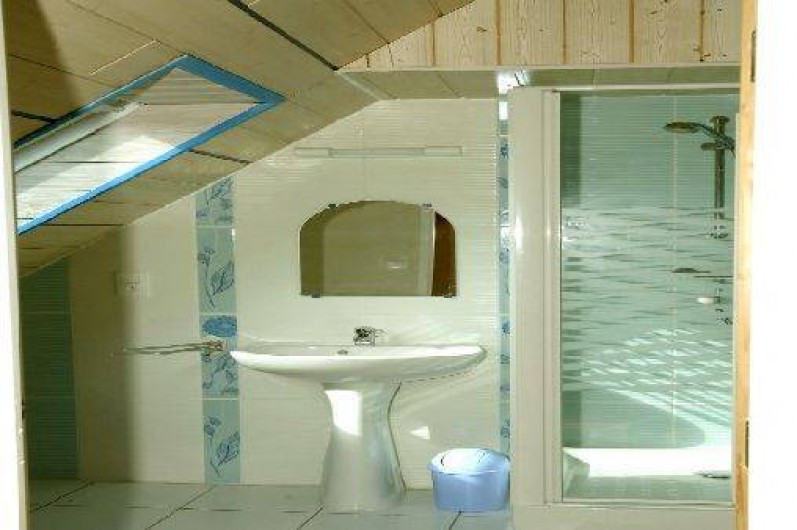 Location de vacances - Gîte à Plestin-les-Grèves - salle d'eau étage