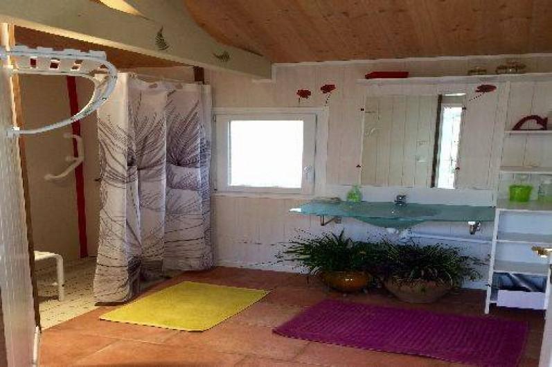 Location de vacances - Gîte à Puy-d'Arnac - La salle de bain