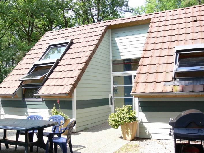 Location de vacances - Gîte à Puy-d'Arnac - La terrasse, au soleil!