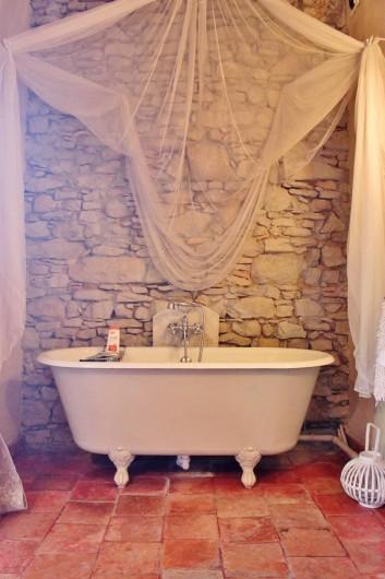 Location de vacances - Villa à Carcassonne - salle de bain Cathare