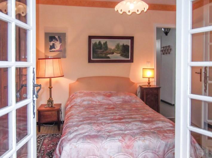 Location de vacances - Maison - Villa à Montcuq - Chambre double avec porte-fenêtre