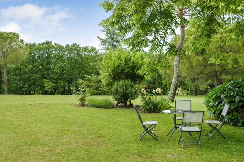 Location de vacances - Maison - Villa à Montcuq - Grand jardin avec mobilier de jardin