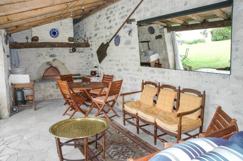 Location de vacances - Maison - Villa à Montcuq - Salon de jardin donnant sur la piscine