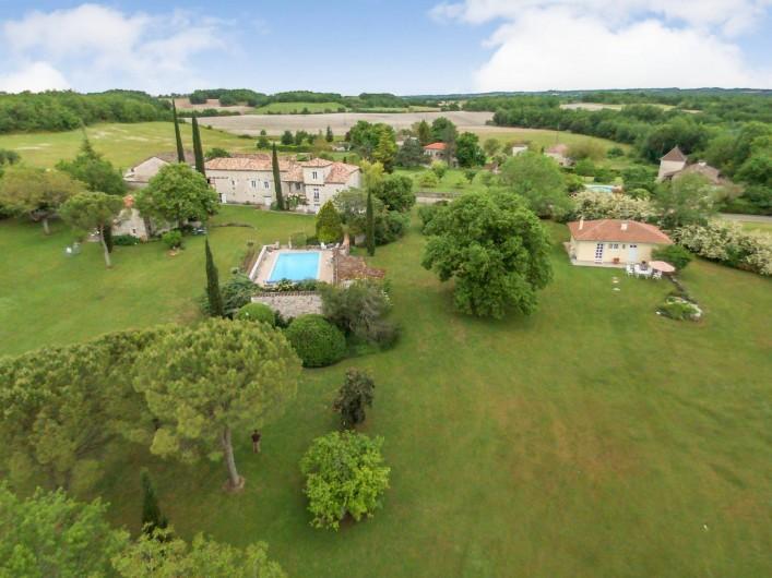 Location de vacances - Maison - Villa à Montcuq - Vue aerienne du hameau Lastours