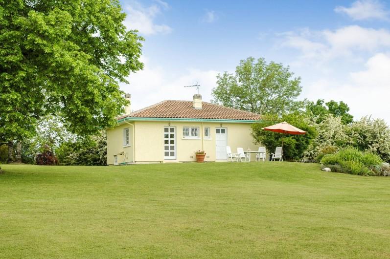 Location de vacances - Maison - Villa à Montcuq - légèrement surélevé pour profiter au mieux des belles vues