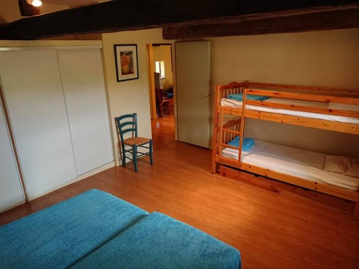 Location de vacances - Gîte à Champs-Romain - Chambre 4 personnes à l'étage