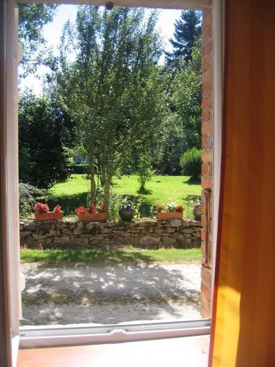 Location de vacances - Gîte à Champs-Romain - Vue de la salle de bain du rez de chaussée
