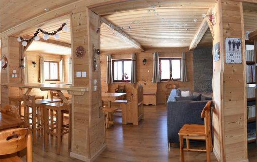 Location de vacances - Chalet à Taninges - Pièce de vie de 80m2
