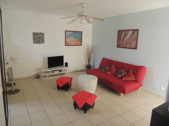 Location de vacances - Appartement à Le Gosier - Le salon, avec son canapé lit