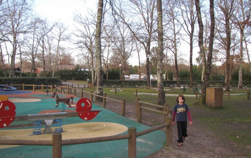 Location de vacances - Chalet à La Teste-de-Buch - aires de jeu, boulodrome, tennis, minigolf