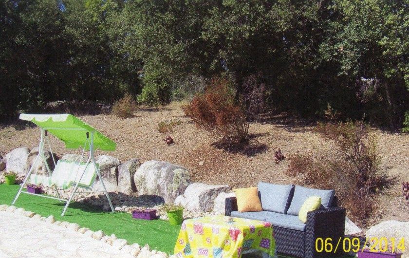 Location de vacances - Villa à Porto-Vecchio - salon de jardin devant la piscine