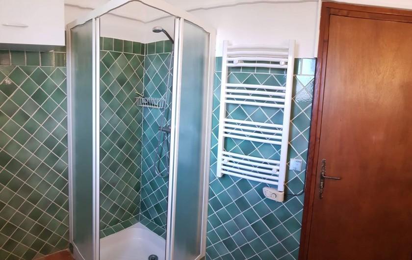 Location de vacances - Appartement à Pierrefeu-du-Var - Salle de douche