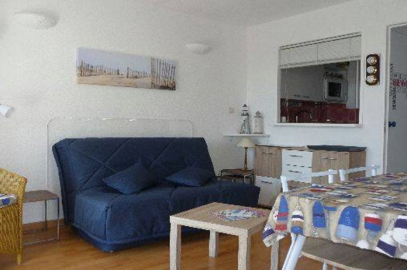 Location de vacances - Studio à Les Sables-d'Olonne - pièce de vie avec banquette BZ de 140X200 (neuve et de qualité)
