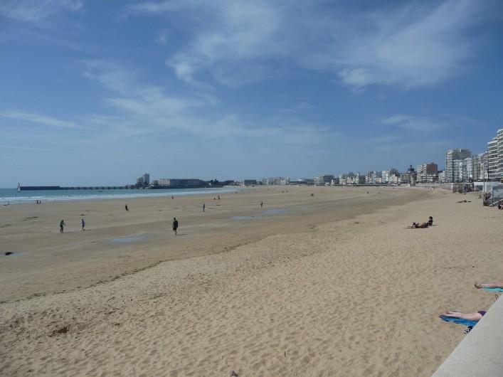 Location de vacances - Studio à Les Sables-d'Olonne - la plage des Sables d'Olonne à marée basse