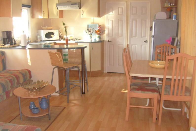 Location de vacances - Camping à Farinette Plage - cuisine salon