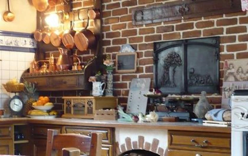 Location de vacances - Gîte à Sauret-Besserve - Cuisine ou l'on vous prépare le petit déjeuner