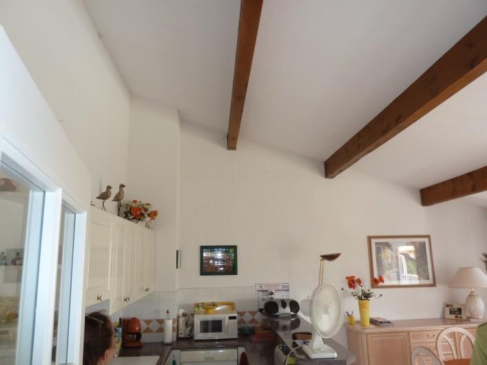 Location de vacances - Appartement à Fréjus - volumes salon-cuisine