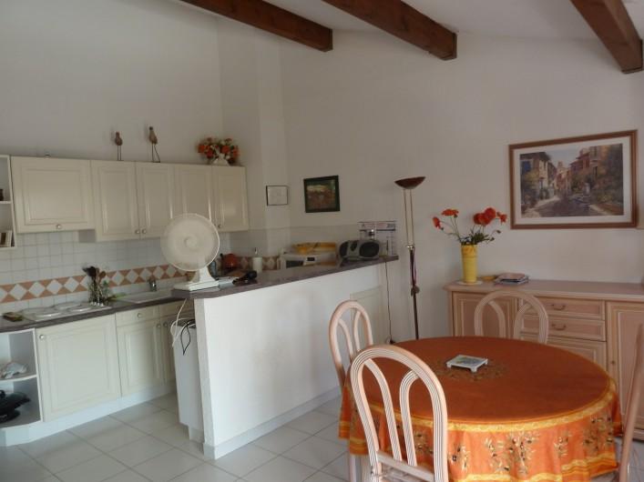 Location de vacances - Appartement à Fréjus - Salon et Cuisine
